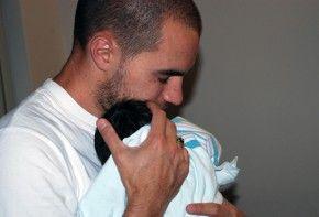 La importancia de abrazar a tu bebé